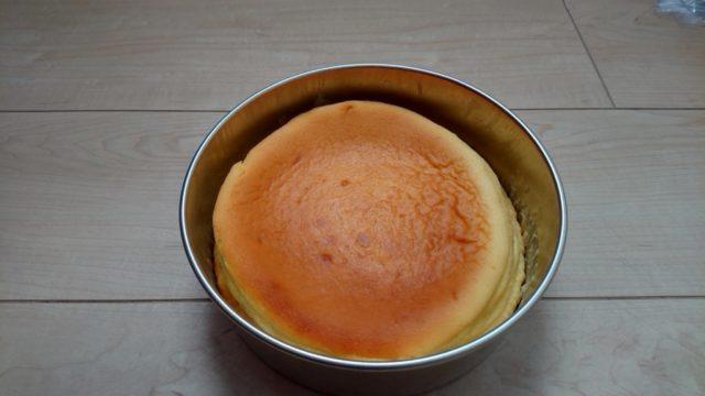 焼きあがったチーズケーキ