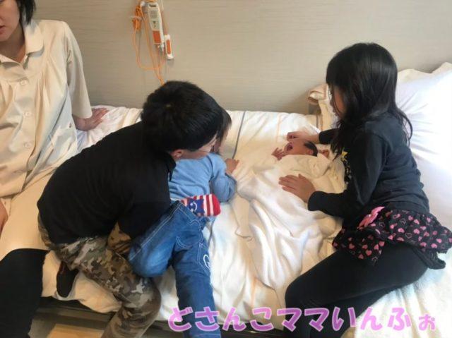 4人目出産後の病室での1コマ
