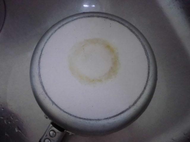 味噌汁鍋の底の汚れ