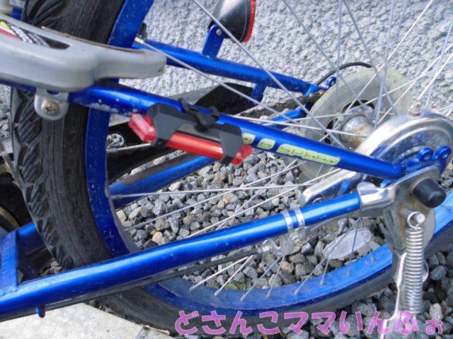 自転車に取り付けたテールライト