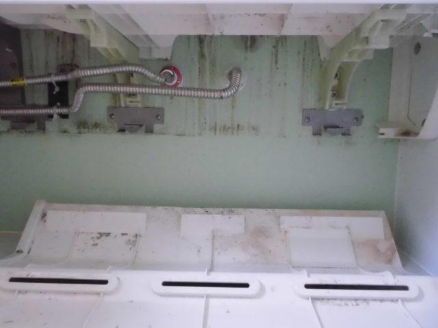 LIXILお風呂カウンター下の掃除カバーの中