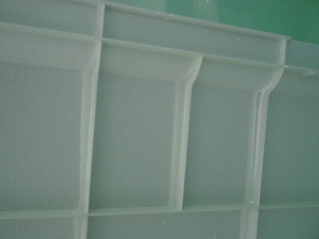 お風呂のエプロンの裏をカビキラーでスッキリきれい
